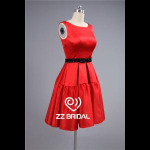 0e9591c5f7e ... Satin rouge traditionnel encolure perlée ceinture noire robe de soirée  courte Chine ...