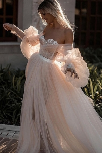 China Casual bridal gowns Amazing a line ruffled OEM white princess wedding dresses factory