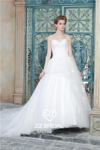 China Fancy beaded sweetheart neckline lace appliqued chapel train wedding gown factory factory